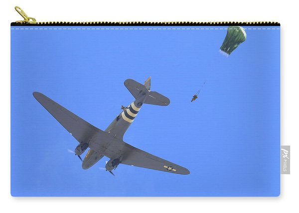 C47 And Paratroopers At Salinas Carry-all Pouch