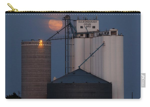 Carry-all Pouch featuring the photograph Moonrise At Laird -01 by Rob Graham