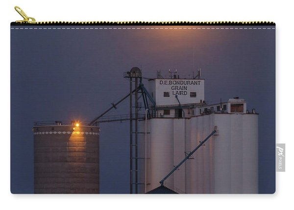Carry-all Pouch featuring the photograph Moonrise At Laird -02 by Rob Graham
