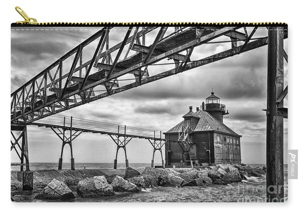 Sturgeon Bay Ship Canal North Pierhead Lighthouse In Black And White Carry-all Pouch