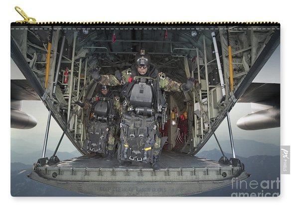 U.s. Navy Seals Combat Diver Prepares Carry-all Pouch