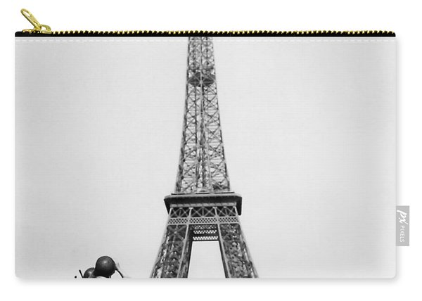 Us Soldiers Viewing Eiffel Tower - Paris Liberation - 1944 Carry-all Pouch