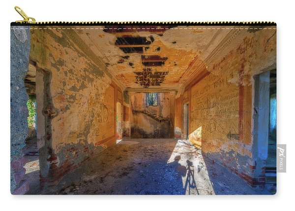 Villa Giallo Atmosfera Artistica Con Selfie - Artistic Atmosphere With Selfie Carry-all Pouch
