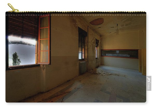 Winter Class Atmosphere - Atmosfera Scolastica Invernale Carry-all Pouch