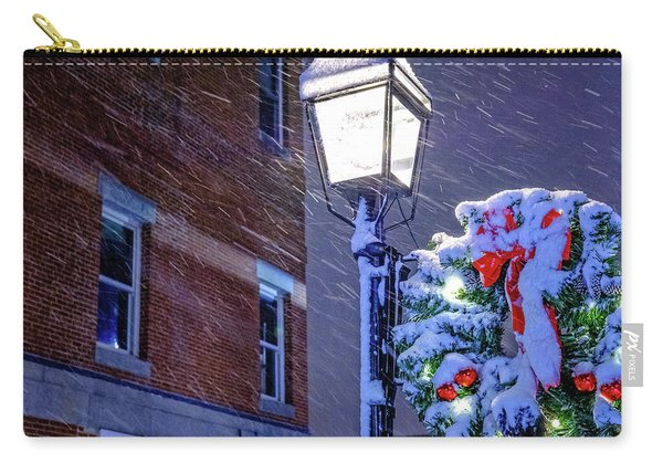 Carry-all Pouch featuring the photograph Wreath On A Lamp Post by Jeff Sinon