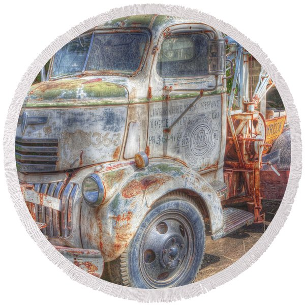 0281 Old Tow Truck Round Beach Towel