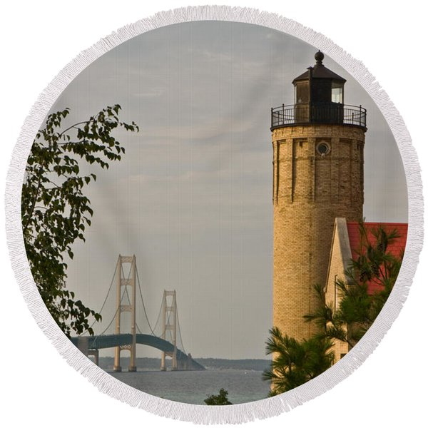 0558 Old Mackinac Point Lighthouse Round Beach Towel