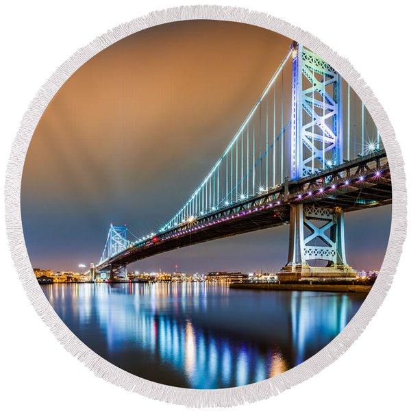 Ben Franklin Bridge And Philadelphia Skyline By Night Round Beach Towel