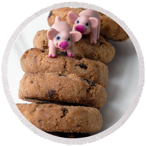 Fat Pigs 2 Round Beach Towel