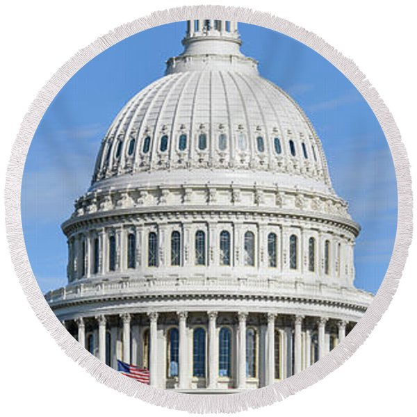 Low Angle View Of Capitol Building Round Beach Towel