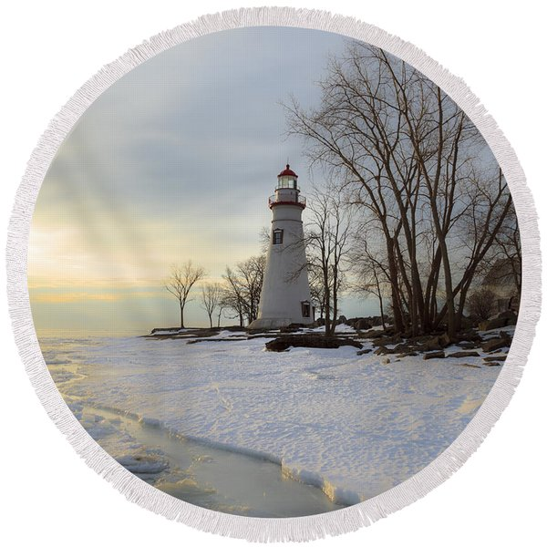Marblehead Lighthouse Winter Sunrise Round Beach Towel