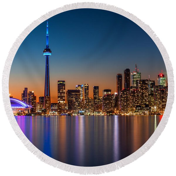 Toronto Skyline At Dusk Round Beach Towel