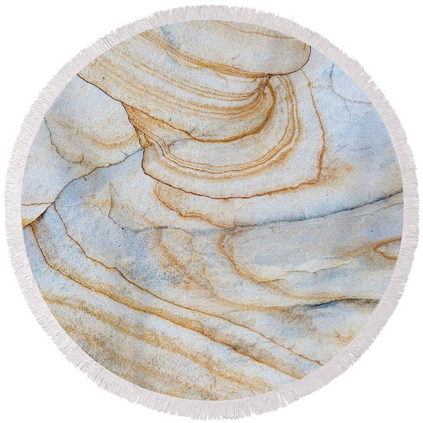 Pattern Of Layers On Sandstone Rock Round Beach Towel