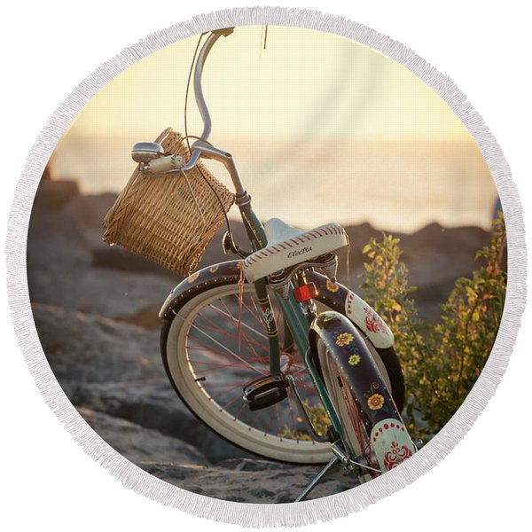 A Bike And Chi Round Beach Towel