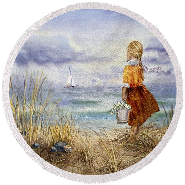 A Girl And The Ocean Round Beach Towel