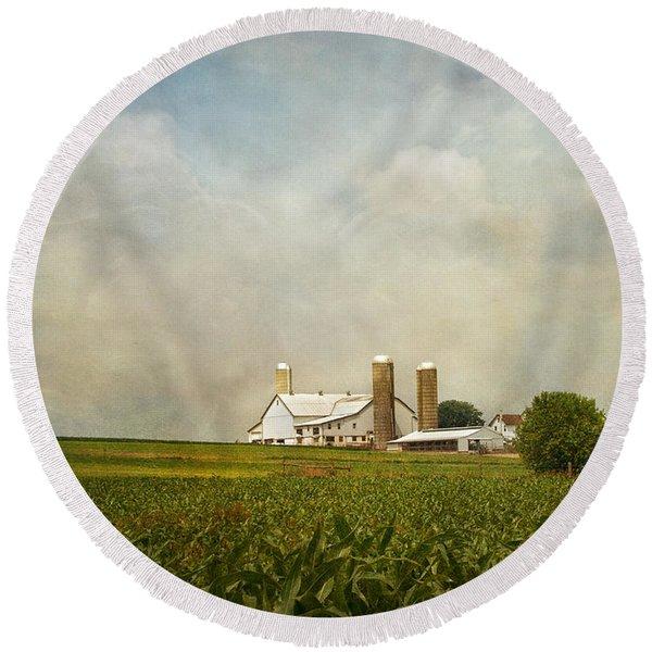 Amish Farmland Round Beach Towel