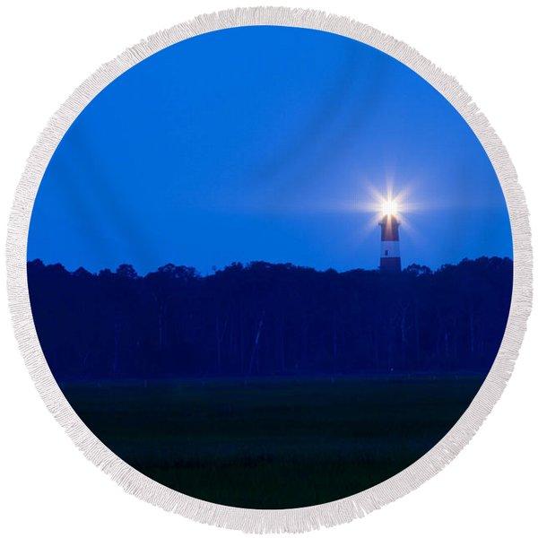 Assateague Lighthouse At Dawn Round Beach Towel