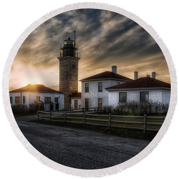 Beavertail Lighthouse Sunset Round Beach Towel