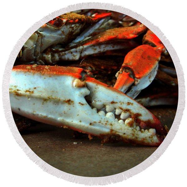 Big Crab Claw Round Beach Towel