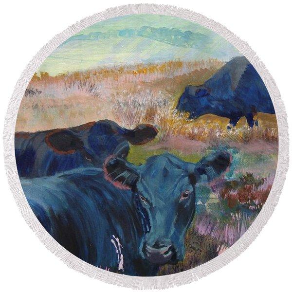 Black Cows On Dartmoor Round Beach Towel