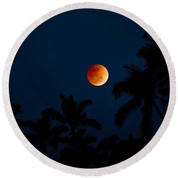 Blood Moon In The Tropics Round Beach Towel