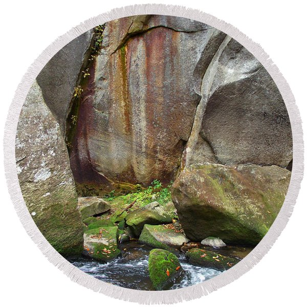 Boulders By The River Round Beach Towel