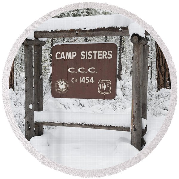Camp Sign In Winter Round Beach Towel