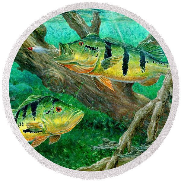 Catching Peacock Bass - Pavon Round Beach Towel