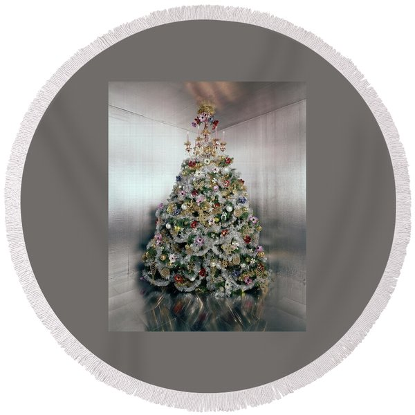 Christmas Tree Decorated By Gloria Vanderbilt Round Beach Towel