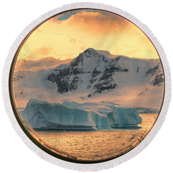 Cold View Round Beach Towel