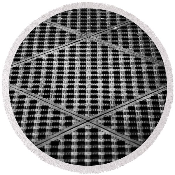 Criss Cross Round Beach Towel
