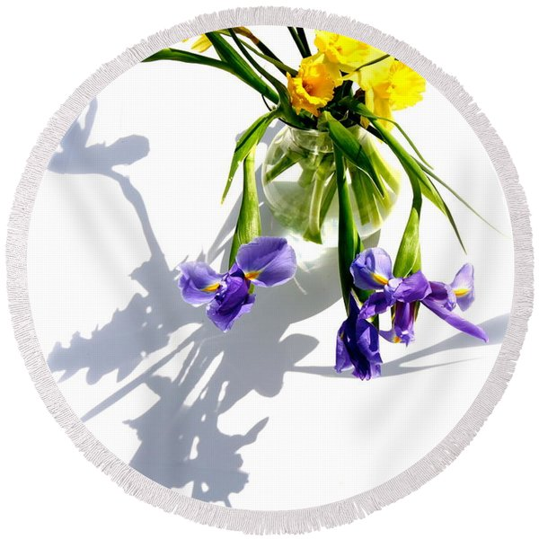 Daffodils And Iris Round Beach Towel