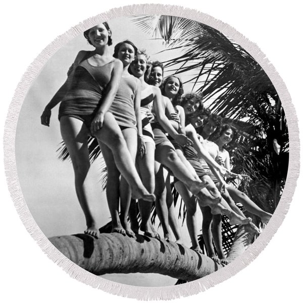 Dancers Practice On Palm Tree Round Beach Towel