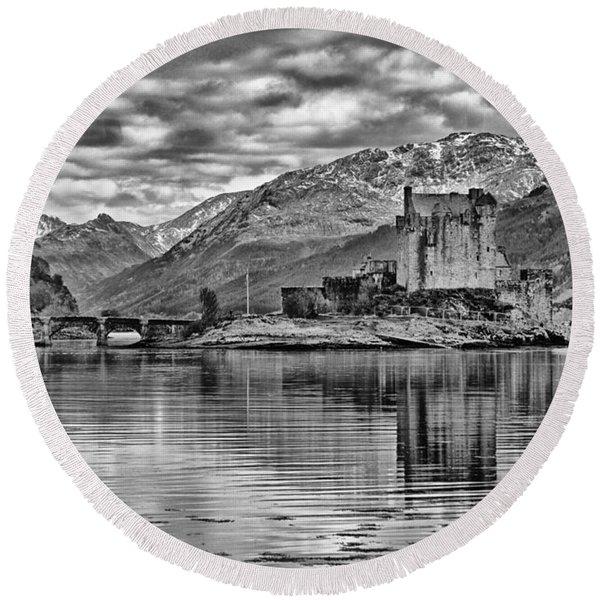 Eilean Donan - A Reflection Without Colour Round Beach Towel