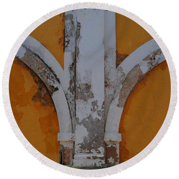 El Morro Deep Yellow Arch Round Beach Towel