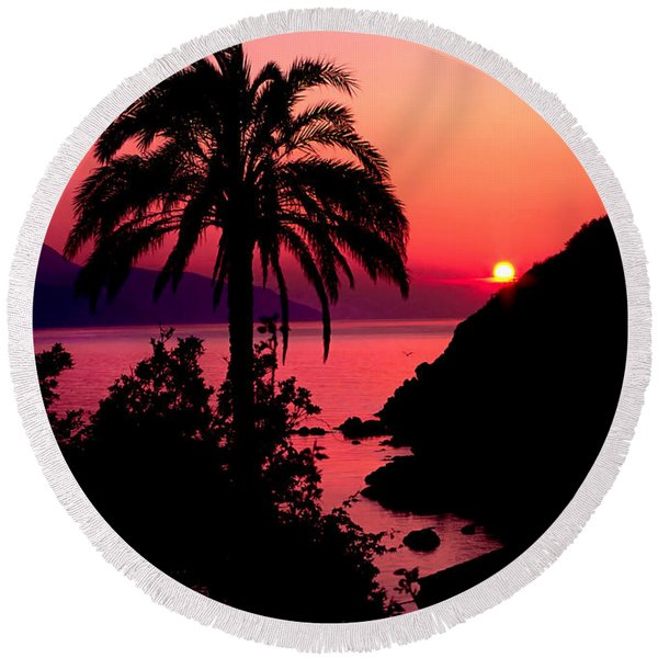 Elba Island Sunset Round Beach Towel