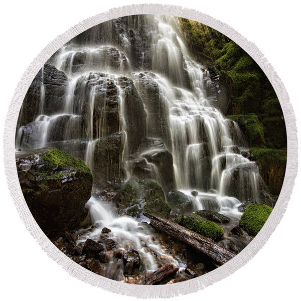Fairy Falls Oregon Round Beach Towel