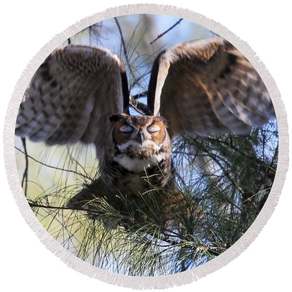Flying Blind - Great Horned Owl Round Beach Towel