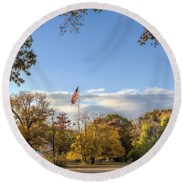 Fort Smallwood Park Flagpole Round Beach Towel