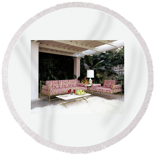 Garden-guest Room At The Chimneys Round Beach Towel