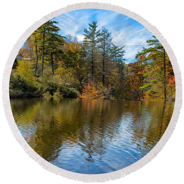 Harris Lake In Autumn Round Beach Towel