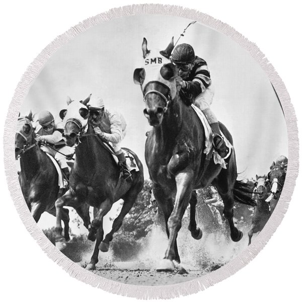 Horse Racing At Belmont Park Round Beach Towel