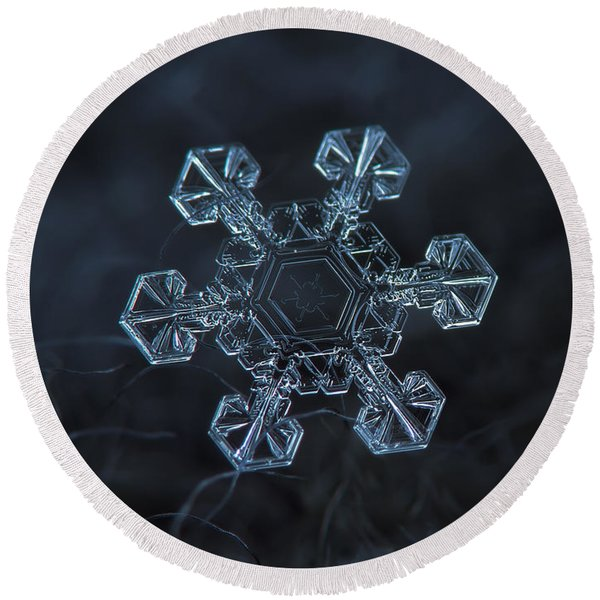 Snowflake Photo - Ice Crown Round Beach Towel
