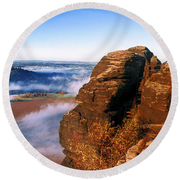 In The Sun Glowing Rock On The Lilienstein Round Beach Towel
