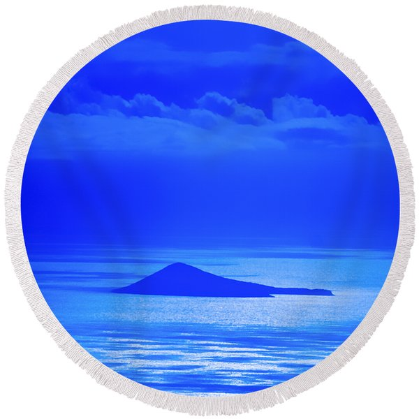 Island Of Yesterday Round Beach Towel