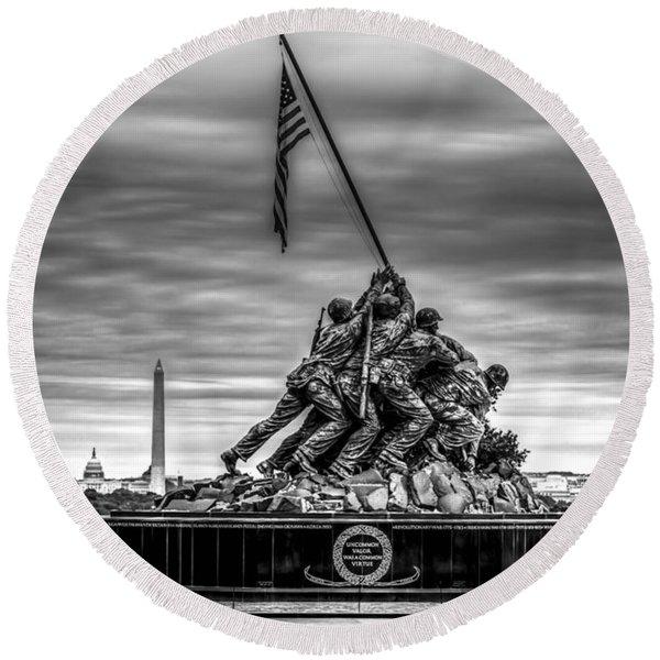 Iwo Jima Monument Black And White Round Beach Towel