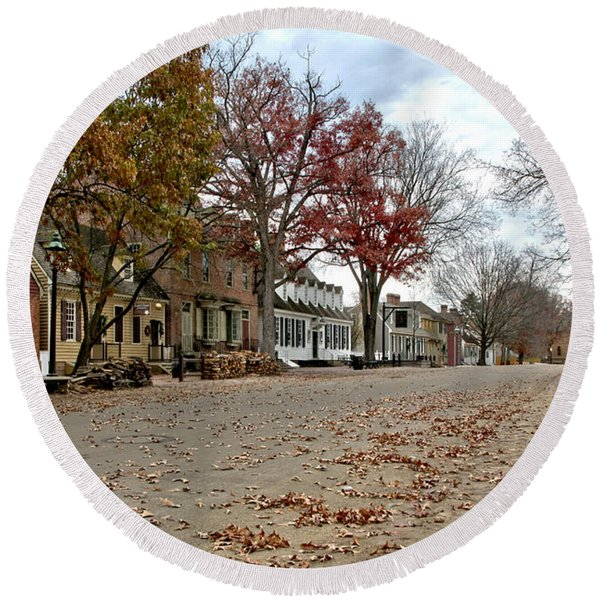 Lonely Colonial Williamsburg Round Beach Towel