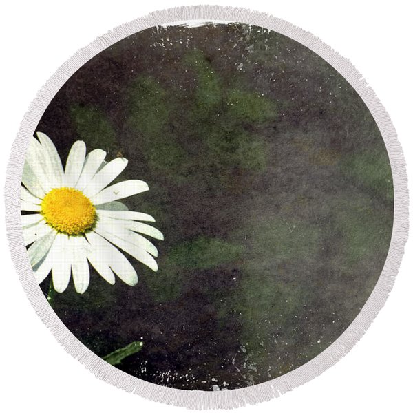 Lonesome Daisy Round Beach Towel