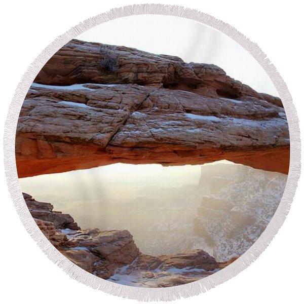 Mesa Arch Looking North Round Beach Towel