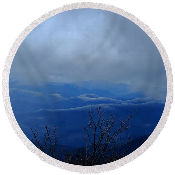 Mountains And Ice Round Beach Towel